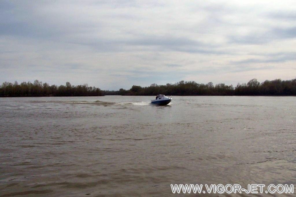 Катер VIGOR 480 (S) Walk Around на реке Бия
