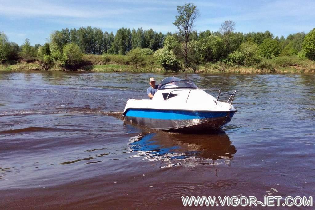 Катер VIGOR (S) Walk Around на реке Клязьме