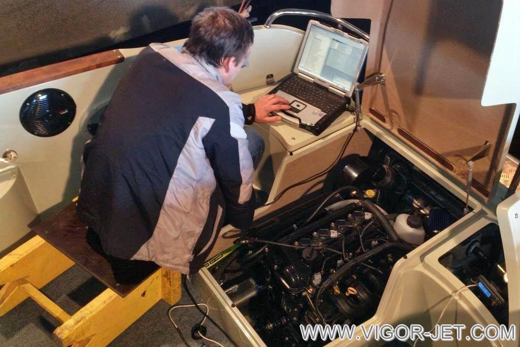Проверка двигателя VIGOR 50 на холостом ходу под нагрузкой на катере VIGOR 480 (S) Walk Around