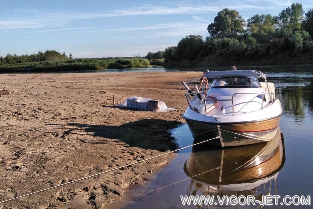 Стоянка на берегу реки Чумыш